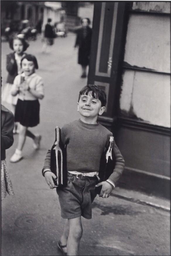 Rue Mouffetard, Paris. Provisiones del domingo a la mañana. Cartier Bresson